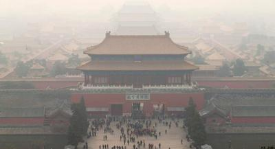 A general view of the Forbidden City shrouded in fog, Beijing, China, 19 November 2014. | EPA/ROLEX DELA PENA
