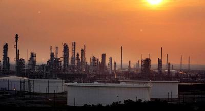 EPA's RFS proposal, refiners said, puts their backs against a wall. | AP